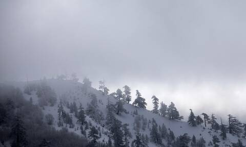 Kαιρός - Ο χειμώνας είναι εδώ: Επιστρέφουν τα χιόνια και οι βροχές - H θερμοκρασία σε πτώση