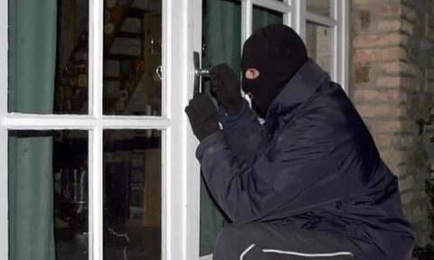 Πώς να συμπεριφερθείς αν μπουν κλέφτες στο σπίτι σου και είσαι μέσα