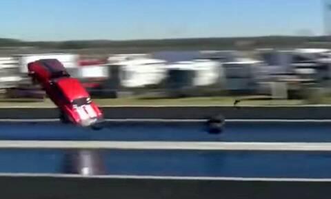 Δείτε μια Chevrolet Camaro να απογειώνεται σε αγώνα dragster