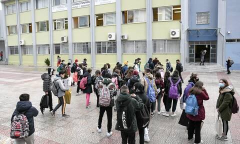 Πρόεδρος ΟΛΜΕ: Πολύ πιθανό να παραταθεί το σχολικό έτος - Τι είπε για τις προαγωγικές εξετάσεις