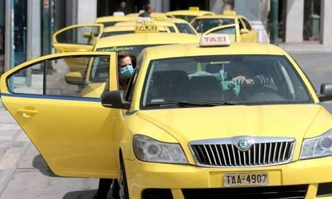 «Στοπ» στις άναρχες πιάτσες: Πού και πώς θα βρίσκουμε ταξί – Τι αναφέρει η υπουργική απόφαση