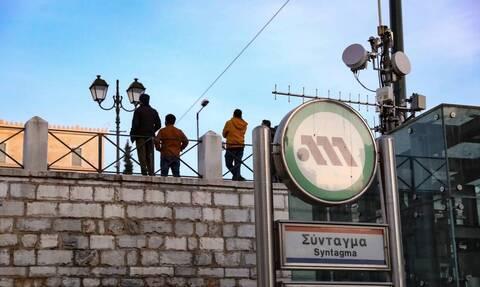 Σύνταγμα: Έκλεισε ο σταθμός του Μετρό - Νέα πορεία για τον Δημήτρη Κουφοντίνα