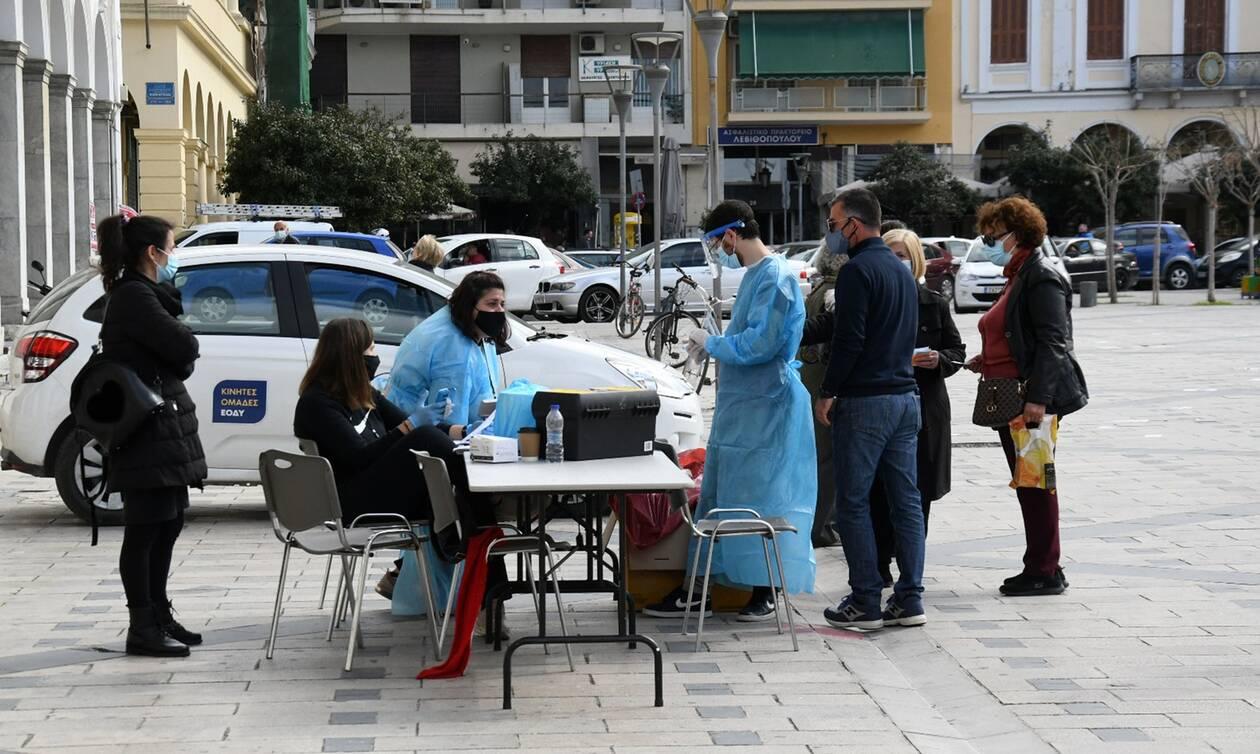 Κορονοϊός: Πότε θα δούμε υποχώρηση της πανδημίας στην Ελλάδα - Τι δείχνουν τα στοιχεία