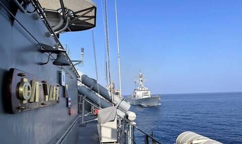Πολεμικό Ναυτικό: Η φρεγάτα «Ύδρα» σε συνεκπαίδευση με πλοίο των ΗΠΑ