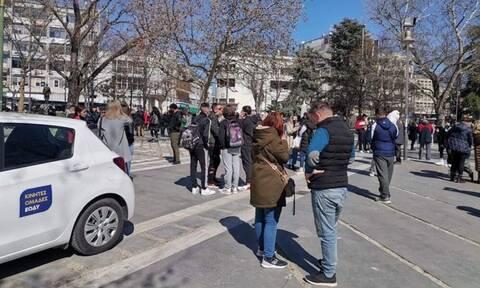 Σεισμός Ελασσόνα: Στους δρόμους οι Λαρισαίοι - Δείτε LIVE εικόνα