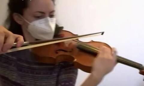 Lockdown: Μουσική στο σπίτι με... delivery (video)