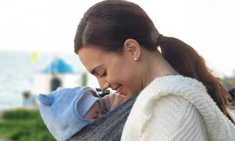 Κρυσταλλία: Δημοσίευσε νέες φωτογραφίες με τον γιο της κι είναι τέλειες