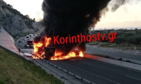 Στις φλόγες νταλίκα στην Ε.Ο Κορίνθου-Πατρών – Kλειστό το ρεύμα προς Αθήνα