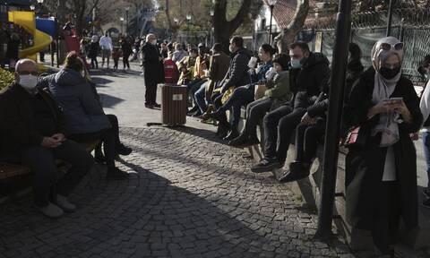 Στη δίνη του κορονοϊού η Τουρκία: Χαλάρωση μέτρων με... 11.500 νέα κρούσματα την Τετάρτη