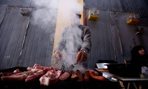 Τσικνοπέμπτη 2021: Τι γιορτάζουμε τη σημερινή μέρα και γιατί ψήνουμε κρέας