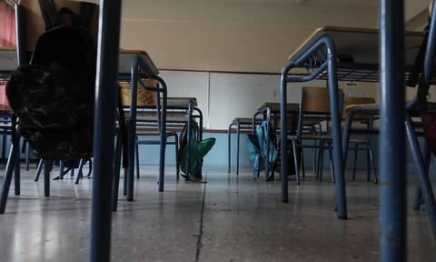 Lockdown - Σχολεία: Πώς λειτουργούν ανάλογα με το επίπεδο κινδύνου - Τα μέτρα στις κόκκινες περιοχές