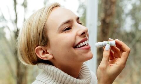 Φτιάξτε το δικό σας lip balm με τρία μόνο υλικά