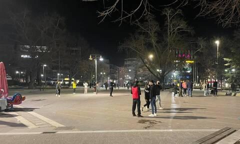 Σεισμός στην Ελασσόνα: Βγήκαν στους δρόμους οι κάτοικοι της Λάρισας