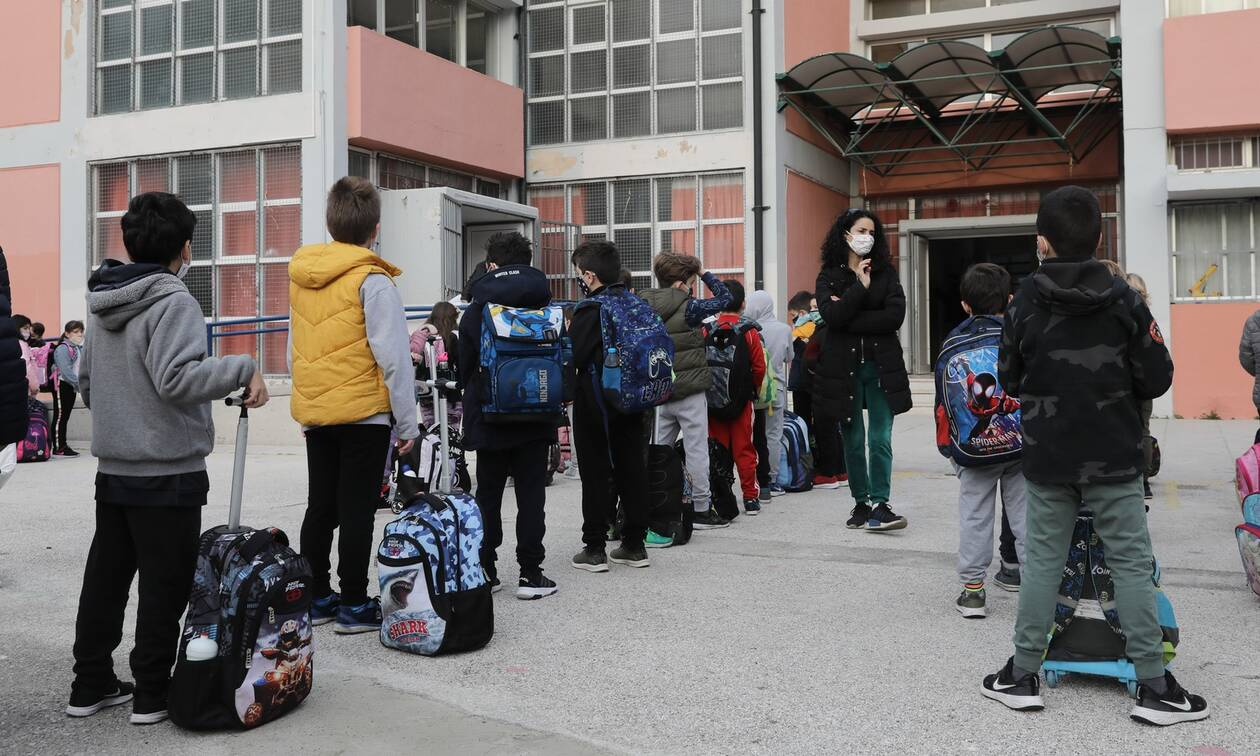 Σχολεία: Τα σενάρια για παράταση σχολικού έτους, περικοπή της ύλης και προαγωγικές εξετάσεις