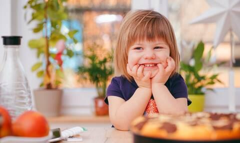 Το παιδί σας τρώει τα νύχια του; Δείτε τι μπορείτε να κάνετε
