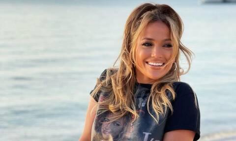 Jennifer Lopez: Πιο σέξι από ποτέ, ποζάρει με μαγιό