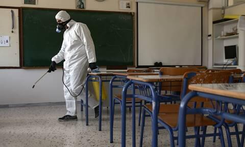 Σχολεία: Υπό εξέταση η παράταση του διδακτικού έτους - Τι θα γίνει με τις προαγωγικές εξετάσεις