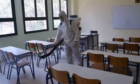 Σχολεία: Πότε θα ανοίξουν - Τι θα γίνει με τις Πανελλαδικές εξετάσεις