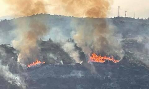 Φωτιά στον Κάλαμο - Συναγερμός στην Πυροσβεστική
