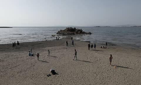 Μοναδικές εικόνες: Η άμπωτη στο Καβούρι «εξαφάνισε» τη θάλασσα (pics)