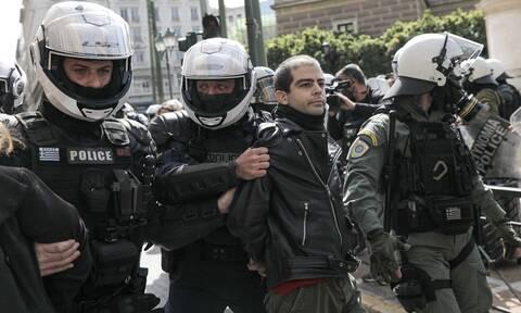 Ελεύθερος ο γιος του Δημήτρη Κουφοντίνα - Του επιβλήθηκε πρόστιμο 300 ευρώ