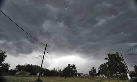 Καιρός: Συννεφιασμένη Κυριακή με βροχές και καταιγίδες - Ποιες περιοχές θα «χτυπήσει» η κακοκαιρία
