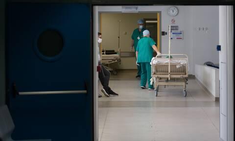 Κορονοϊός: Σχέδιο έκτακτης ανάγκης για τα νοσοκομεία – Μεταφέρονται ασθενείς από Αθήνα στην επαρχία
