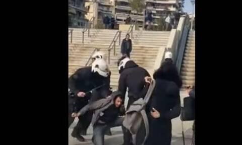 Νέα Σμύρνη: Αυτόπτης μάρτυρας περιγράφει πώς ξεκίνησε η επίθεση των αστυνομικών