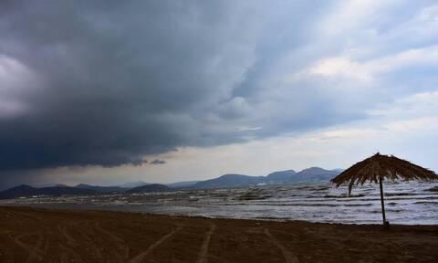 Καιρός τώρα: Συννεφιασμένη και βροχερή η Δευτέρα - Πού και πότε θα σημειωθούν τα φαινόμενα
