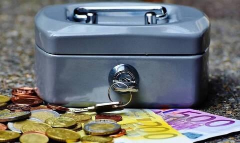 Συντάξεις Απριλίου: Πότε πληρώνονται οι συνταξιούχοι - Οι ημερομηνίες ανά Ταμείο