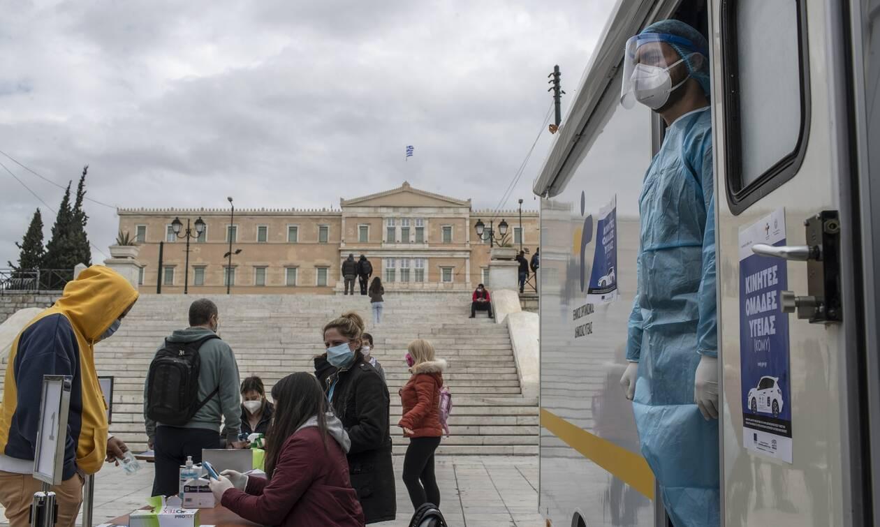 Κρούσματα σήμερα: Τετραψήφιες αναμένονται οι νέες μολύνσεις - Αγωνία για την κατάσταση στην Αττική