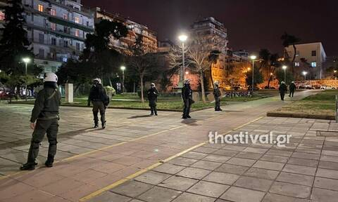Θεσσαλονίκη: Χημικά και κρότου λάμψης έξω από το ΑΠΘ