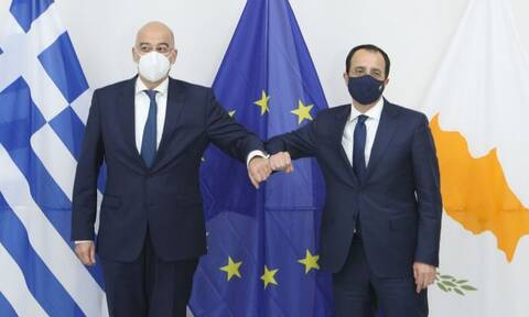 Χριστοδουλίδης μετά τη συνάντηση με Δένδια: Συντονισμένοι με την Ελλάδα για θετικά αποτελέσματα