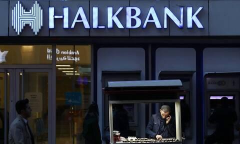 Σφίγγει ο κλοιός για τη Halkbank