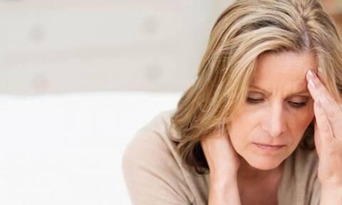 Κατάθλιψη της εμμηνόπαυσης: Ποια συμπτώματα εκδηλώνουν οι γυναίκες (εικόνες)