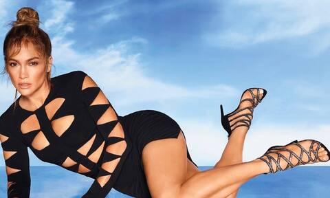 Hot as Hell: Η Jennifer Lopez ποζάρει στη μπανιέρα μόνο με... σαπουνάδες
