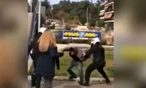 Νέα Σμύρνη: «Με χτύπησαν με μεταλλικό γκλοπ στο κεφάλι» - Σοκάρει ο 29χρονος, θύμα των αστυνομικών