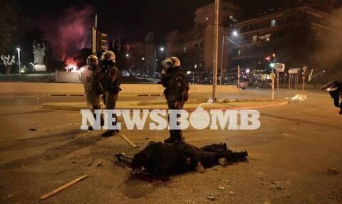 Νέα Σμύρνη: Αυτός είναι ο τραυματίας αστυνομικός - Ποια η κατάστασή του - «Θα τον σκότωναν»