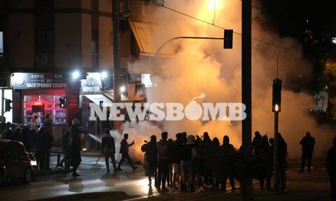 Νέα Σμύρνη: Νέος γύρος επεισοδίων στην πλατεία - Μολότοφ και χημικά σε κεντρικούς δρόμους