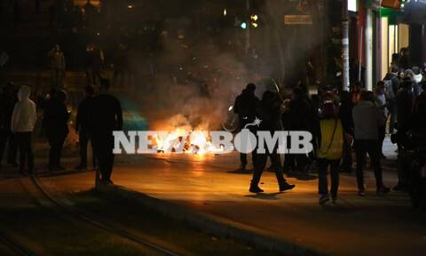 Νέα Σμύρνη: Και δεύτερος αστυνομικός τραυματίας στα σοβαρά επεισόδια (pics+vids)