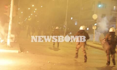 Νέα Σμύρνη: Τέσσερις αστυνομικοί τραυματίες στα σοβαρά επεισόδια (pics+vids)