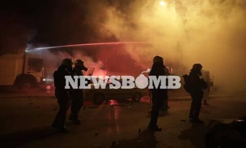 Νέα Σμύρνη: Βίντεο ντοκουμέντο! Αστυνομικοί εντοπίζουν νεαρό σε πολυκατοικία και ακολουθεί χαμός...