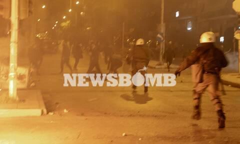Νέα Σμύρνη: «Θα πεθάνεις»! Χτυπούσαν τον αστυνομικό επί δυόμισι λεπτά χωρίς έλεος - Βίντεο ΣΟΚ