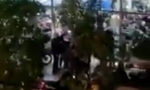 Νέα Σμύρνη: Εισβολή αστυνομικών σε κατάστημα και ξυλοδαρμός πολιτών
