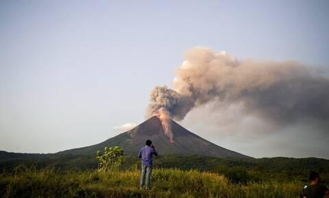 Τρόμος στη Νικαράγουα: Αλλεπάλληλες ισχυρές εκρήξεις στο ηφαίστειο Σαν Κριστόμπαλ