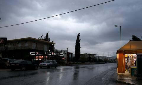 Αλλάζει ο καιρός: Έρχονται βροχές και καταιγίδες - Έντονα φαινόμενα σε αρκετές περιοχές
