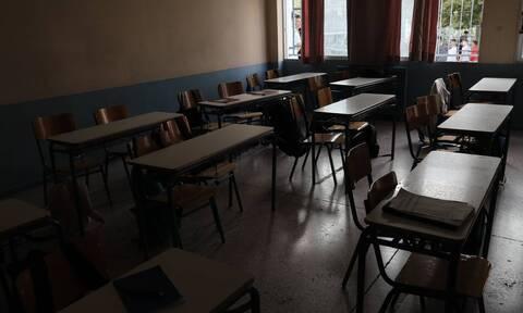 Μυτιλήνη: Συνελήφθη καθηγήτρια που αρνείται να φορέσει μάσκα στο μάθημα