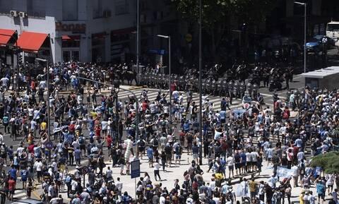 Ντιέγκο Μαραντόνα: Στους δρόμους ο κόσμος! - «Δεν πέθανε, τον σκότωσαν»