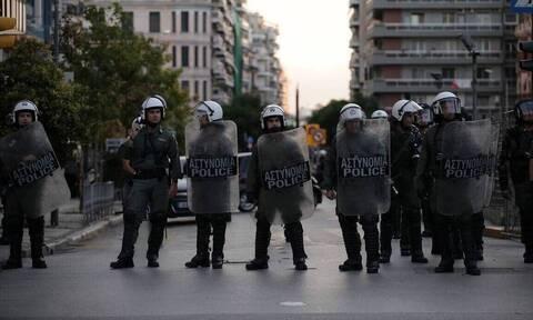 Μπαλάσκας: Δεν απαγορεύεται το σιδερένιο γκλομπ στους αστυνομικούς