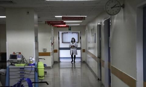 Κορονοϊός: Πιο πιθανό είναι να μολυνθούν οι υγειονομικοί στο σπίτι τους παρά στο νοσοκομείο